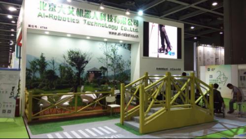 广州康复展:大艾外骨骼康复机器人夺人眼球