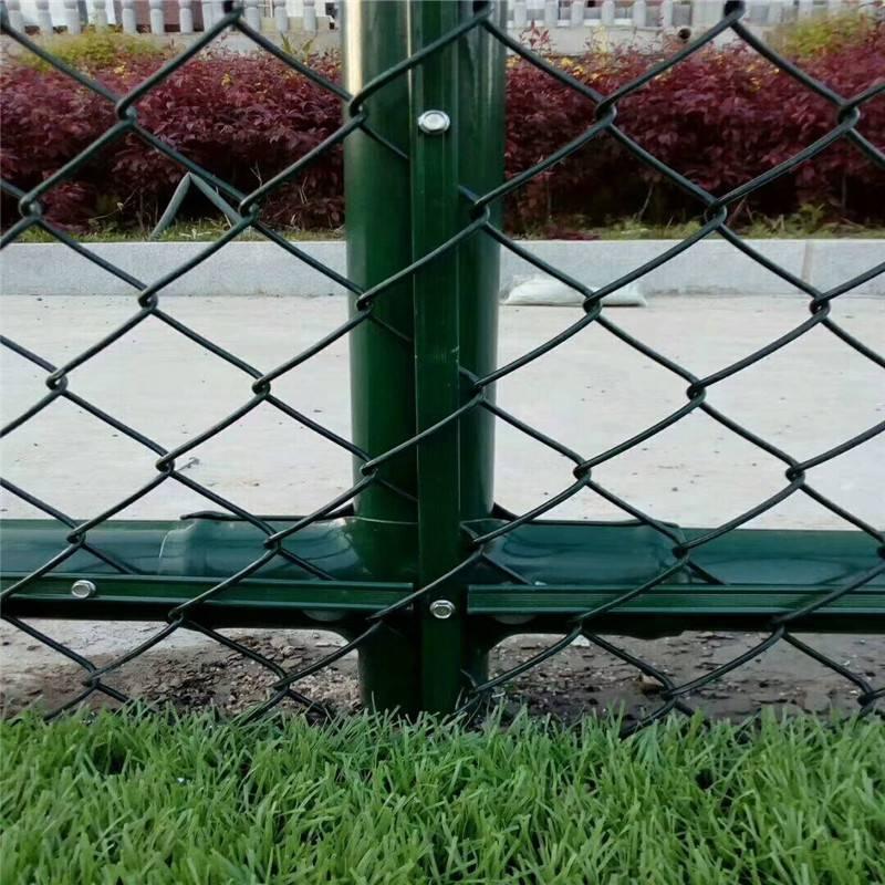 体育广场护栏网 热镀锌勾花网 绿色球场护栏网