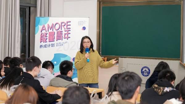 """中国心理学会临床与咨询心理学注册心理师李楠老师以""""就业压力疏导""""为主题为大学生们定制了一堂特别的公开课。"""