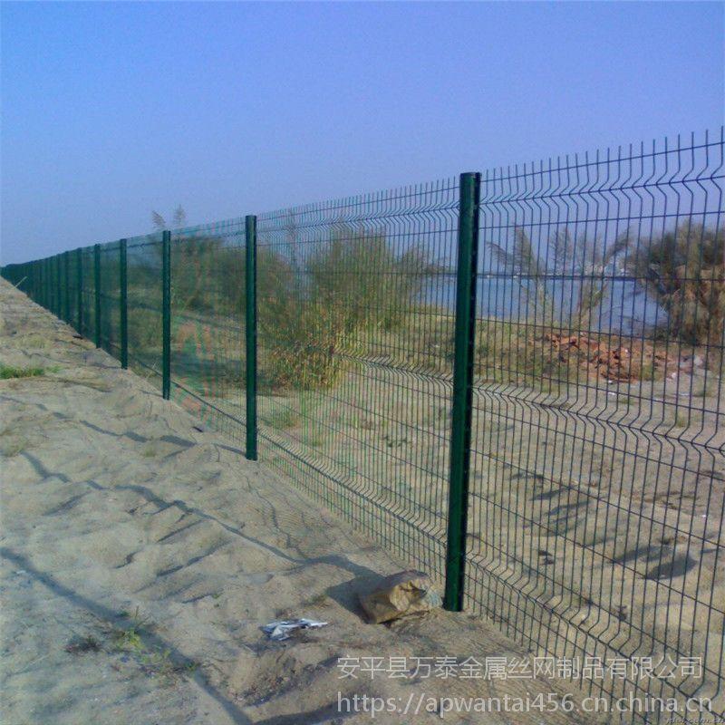折弯浸塑护栏 万泰防护网 优质铁网生产