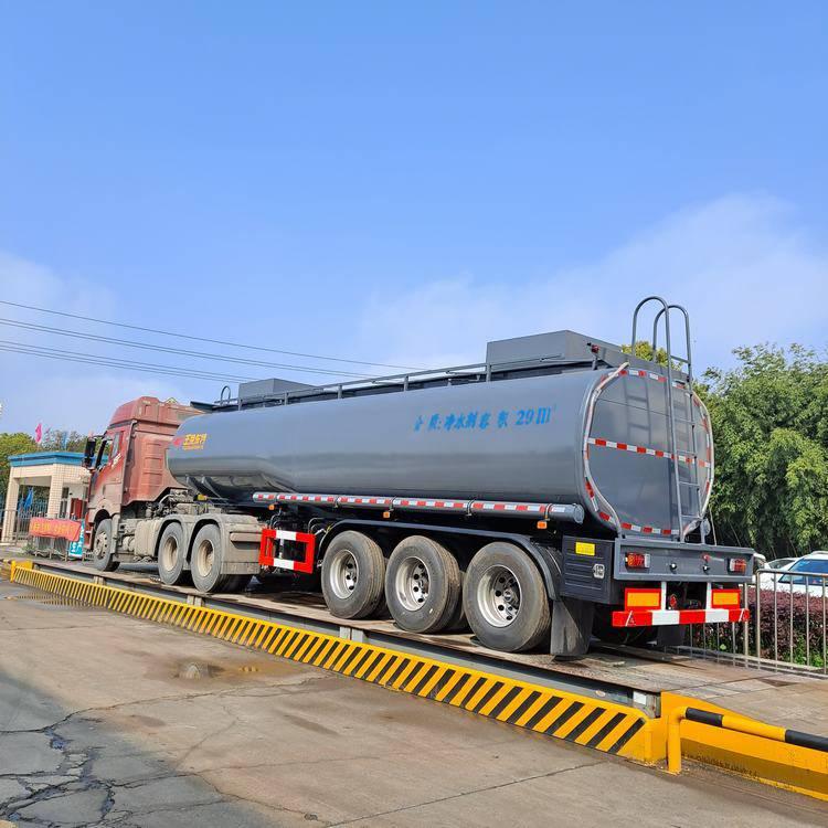 净水剂减水剂普货供液罐式半挂车 鼓式车轴 罐体内衬塑防腐