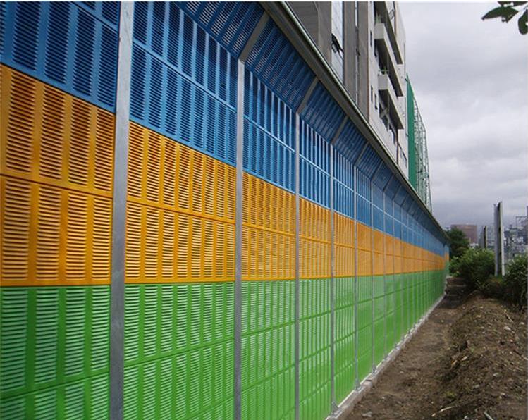 小区声屏障分透明式,金属板冲孔式,及两种复合式