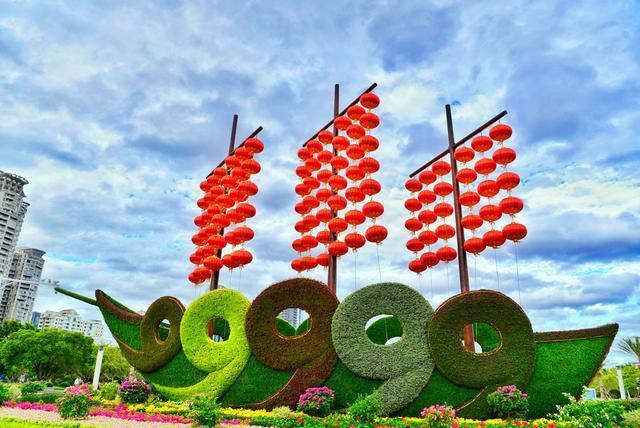 四川成都城堡主題花雕成都綠雕廠綠雕擺件定制