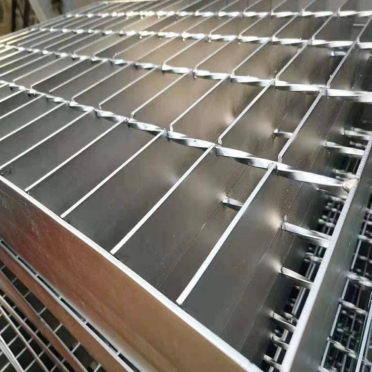 钢格栅平台钢格板镀锌钢格板生产厂家焊接过程