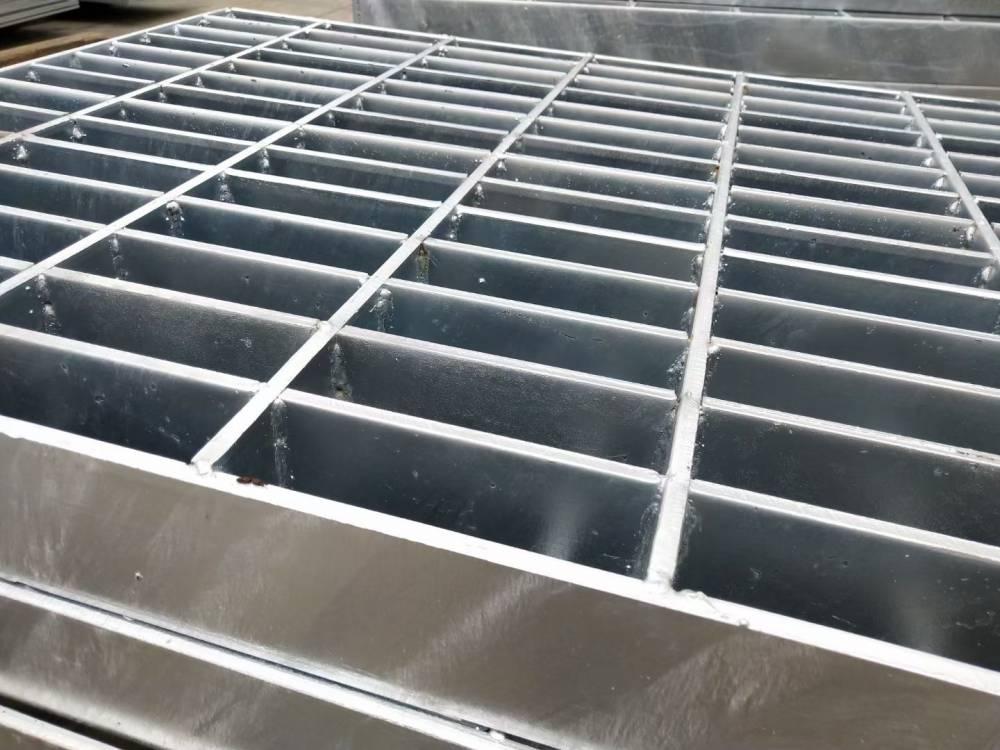 开元钢格栅车间焊接中 镀锌钢格栅厂家车间