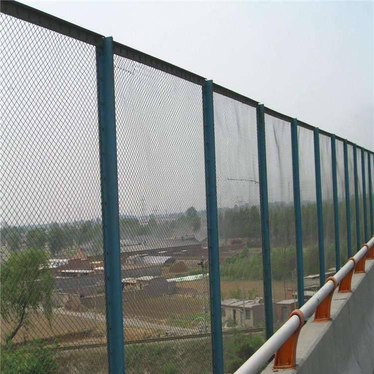 红桥区厂家护栏网-果园铁丝网价格-交通护栏网厂家批发