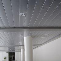酒店大堂休息厅铝条扣吊顶天花@条形铝扣板装饰吊顶