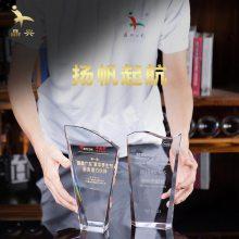 简单创意风帆水晶奖杯定制广州厂家现货出售企业合作伙伴颁奖留念