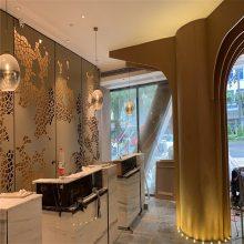 亚朵酒店大堂支撑柱'大喇叭'造型铝单板现场效果图