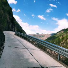 润通 三波喷塑护栏 高速公路防撞护栏 波形护栏定制