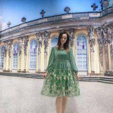 朵拉薇拉 大码连衣裙一手货源走份 刺绣植绒烧花钉珠连衣裙