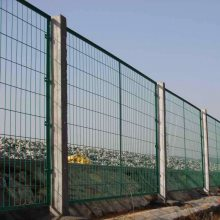 松山区小区框架护栏网-隔离栅厂-高速围栏网图片