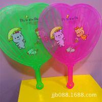 塑料扇子 长约30厘米 宽约22.3厘米 桃心胶扇 夏天热销商品