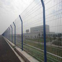 河道护栏价格低道路隔离网体育场护栏-安平优盾隔离栅