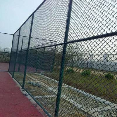 足球场隔离网厂家价格 体育场隔离网栏安装
