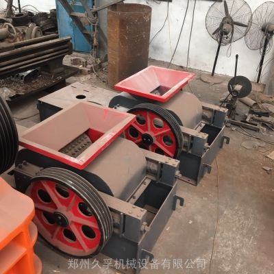 对辊式粉碎机 对辊挤压破碎机 对辊制砂机 双辊对辊式碎石机 久孚机械