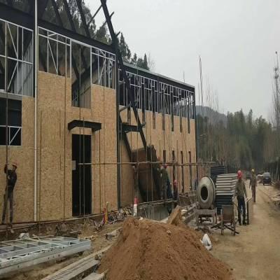 宝源木结构房屋稳定欧松板OSB3使用寿命长。板面光泽