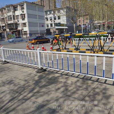 通辽市道路中央隔离带<b>护栏</b>人行道机非隔离<b>护栏</b>双向隔离单位社区学校门口隔离<b>护栏</b>